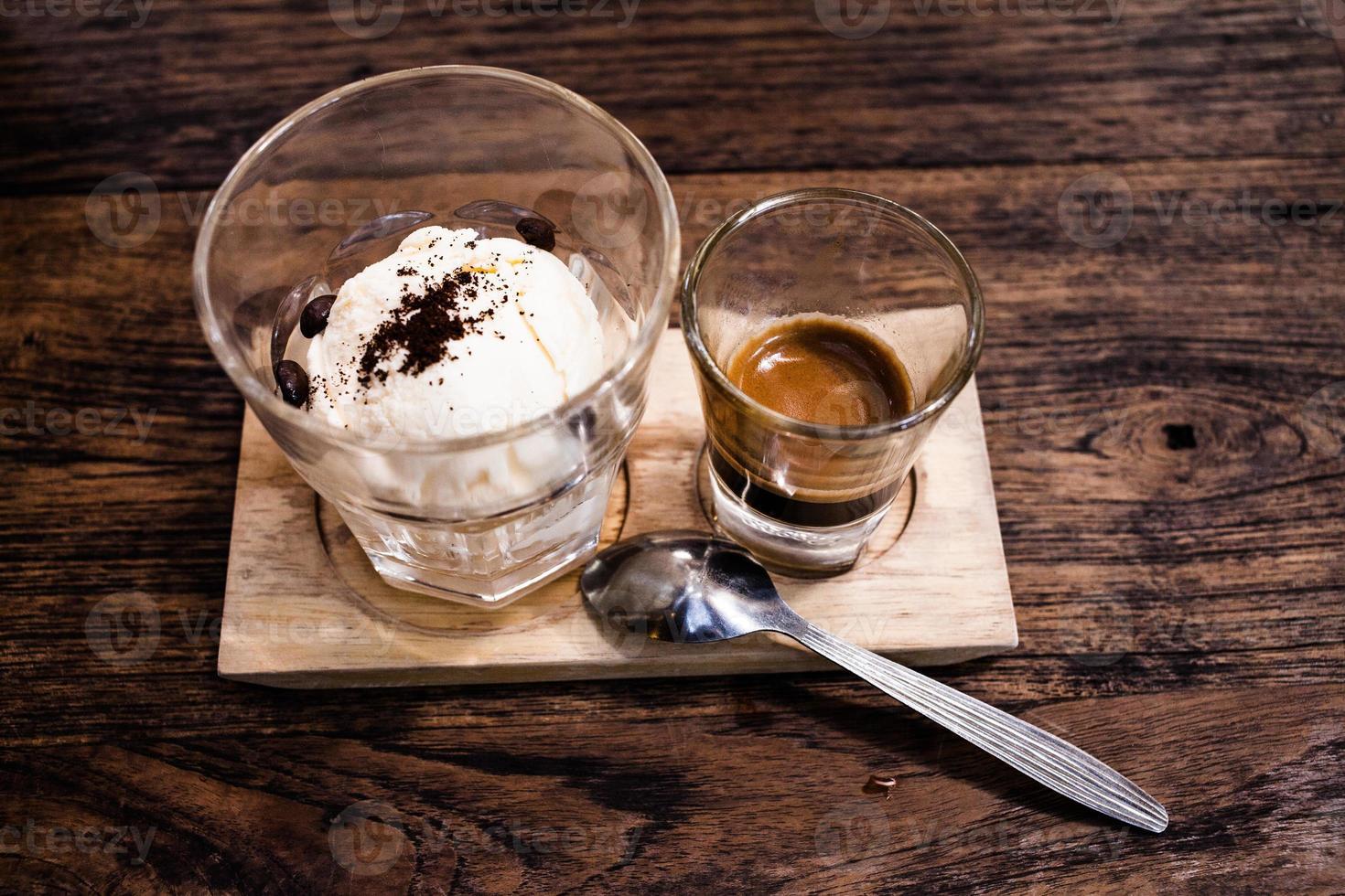 affogato com sorvete e café. foto