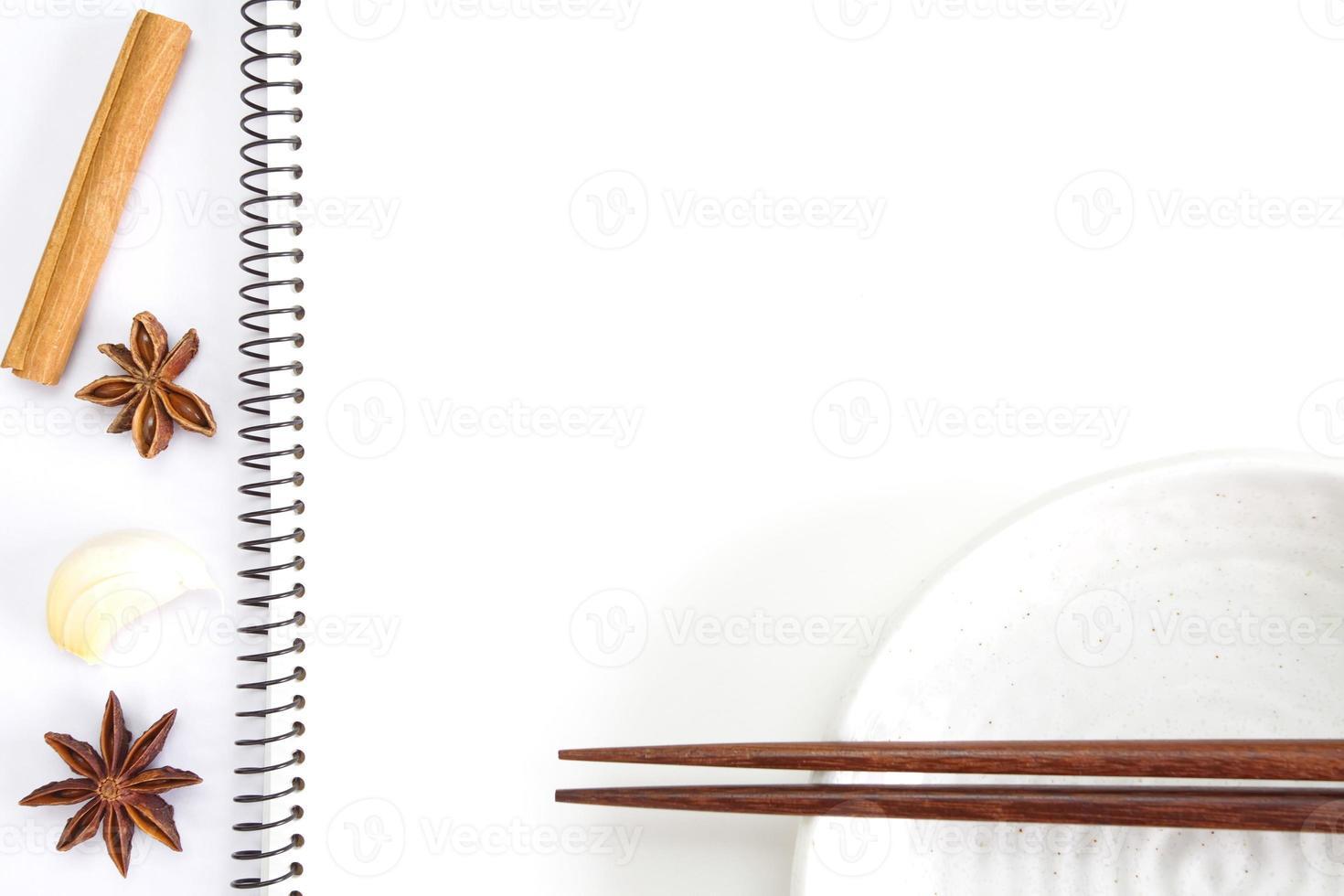 caderno branco aberto para receitas foto