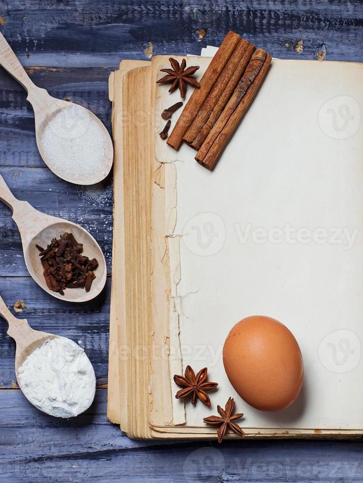 ingredientes para panificação e livro de receitas foto