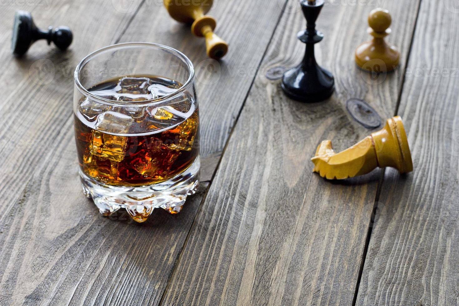 uísque e xadrez foto