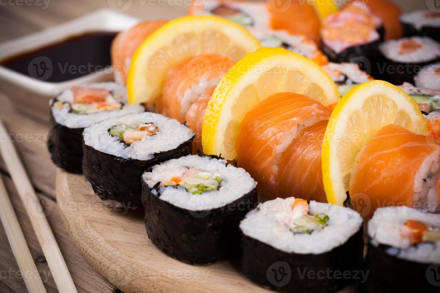 conjunto de sushi maki foto