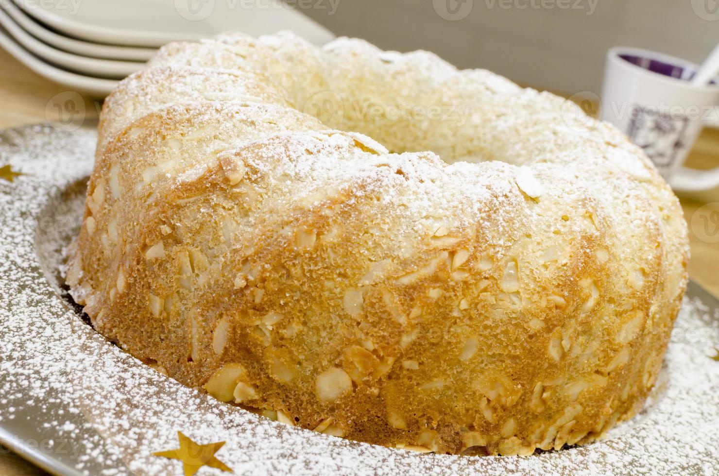 Bolo de manteiga com crosta de amêndoa (veja a receita abaixo). foto