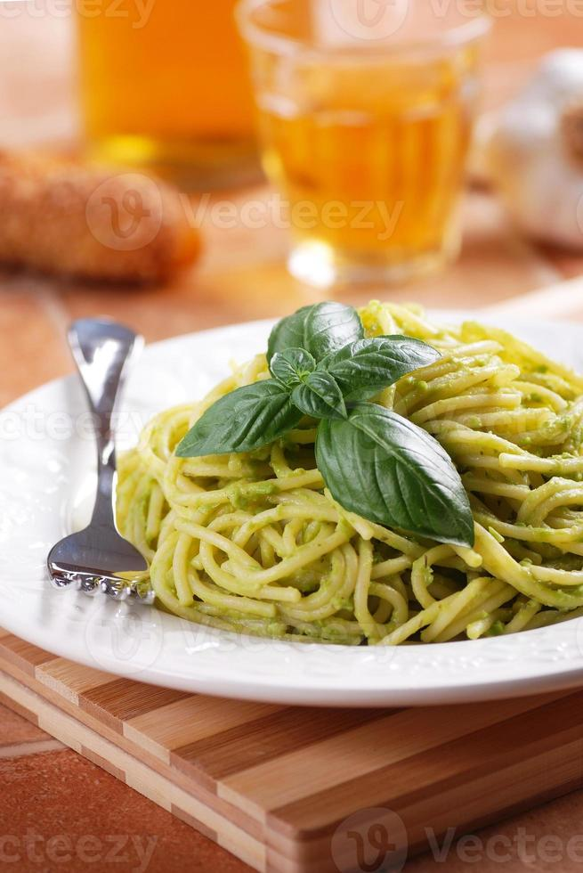 espaguete com molho pesto foto
