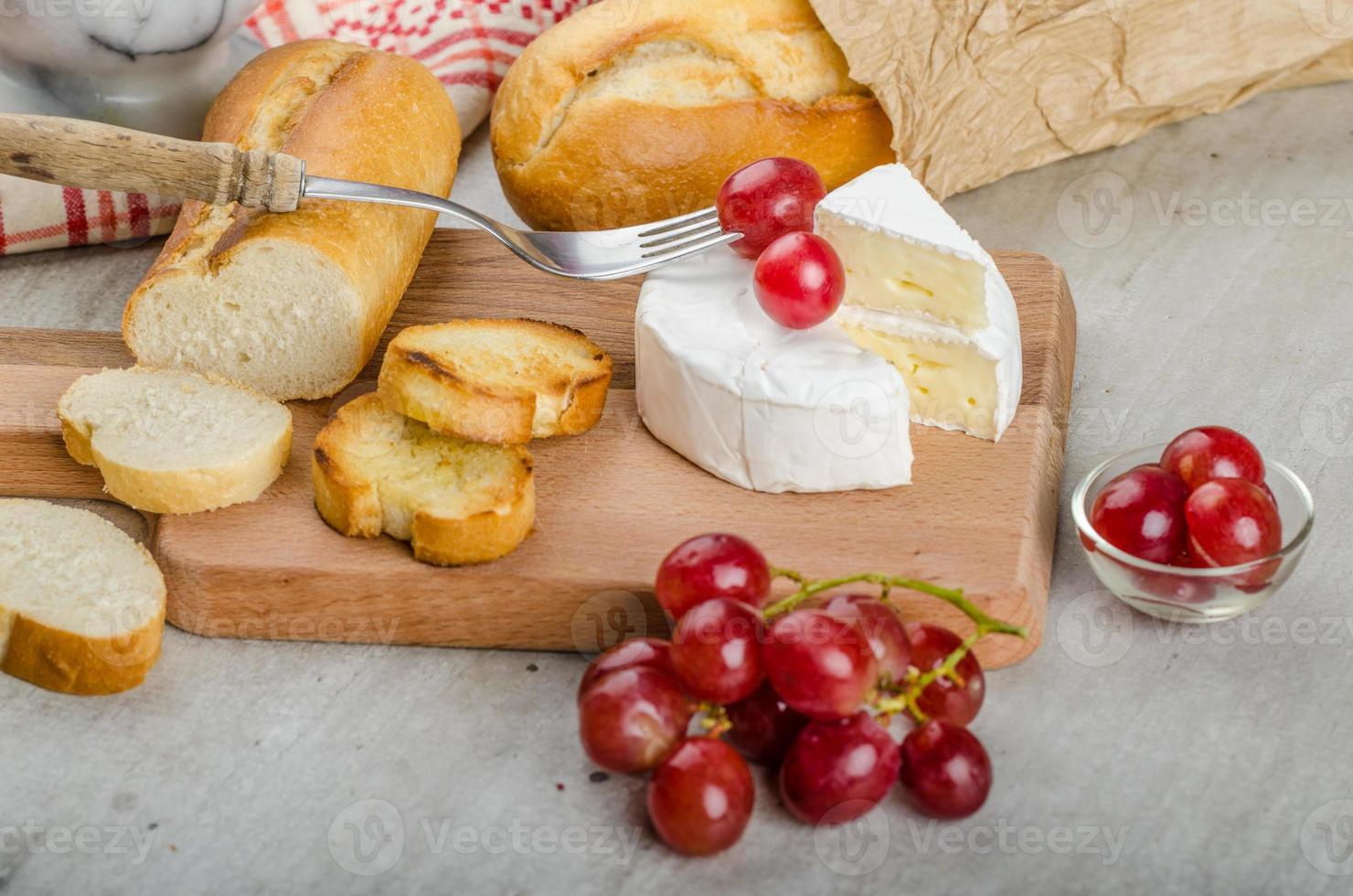 camembert fresco de fazendas orgânicas foto