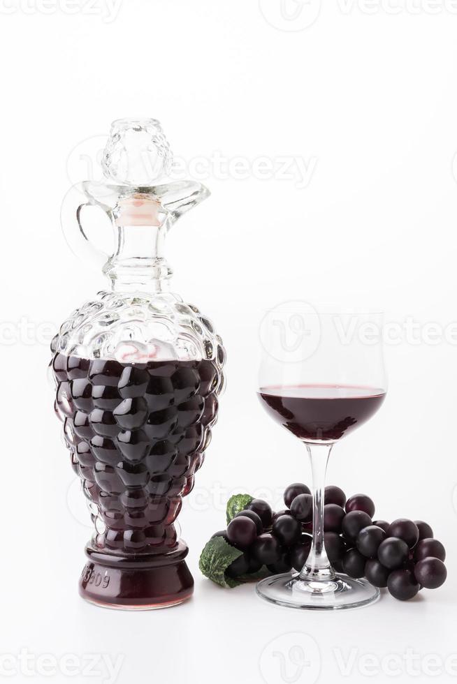 vinho tinto e uvas foto