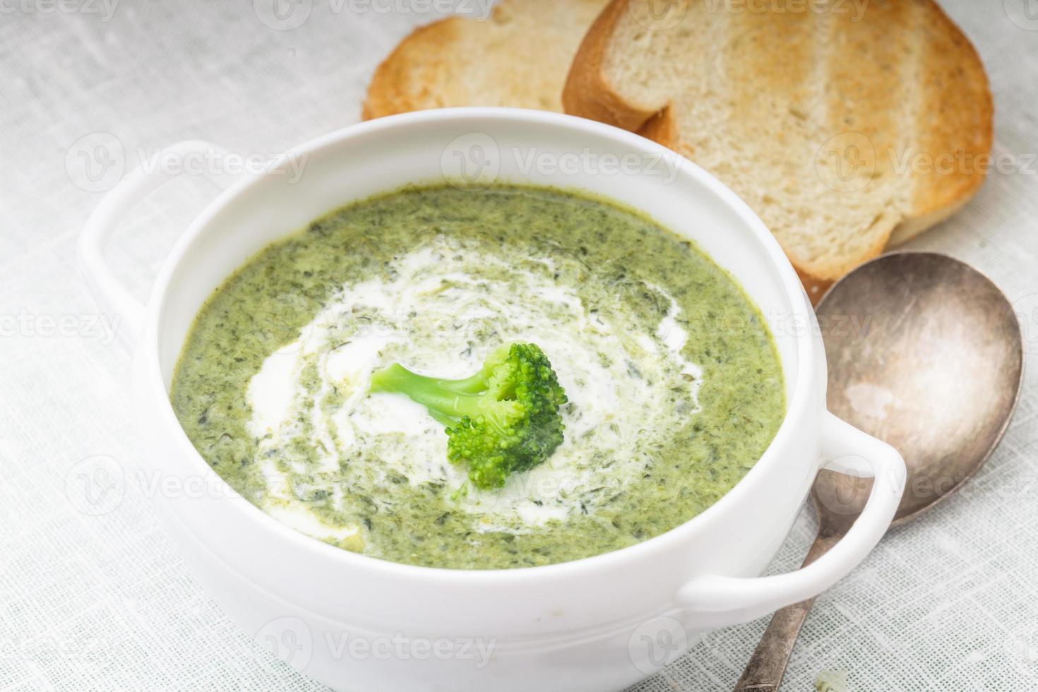 sopa de creme de brócolis foto