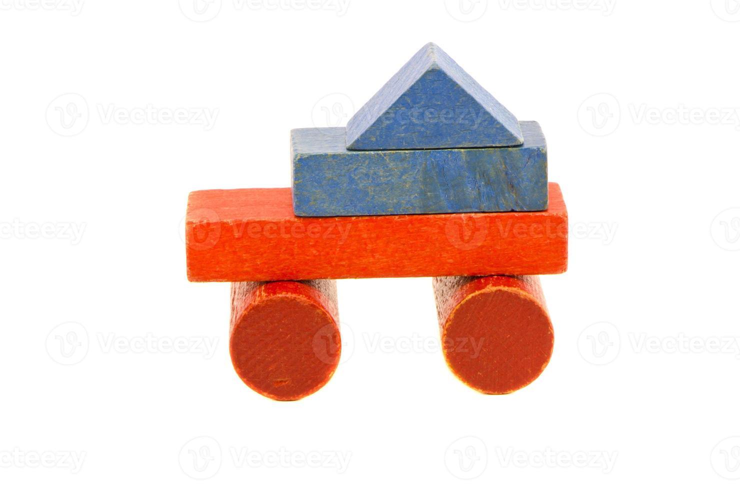 brinquedo caminhão colorido usado de blocos de madeira foto
