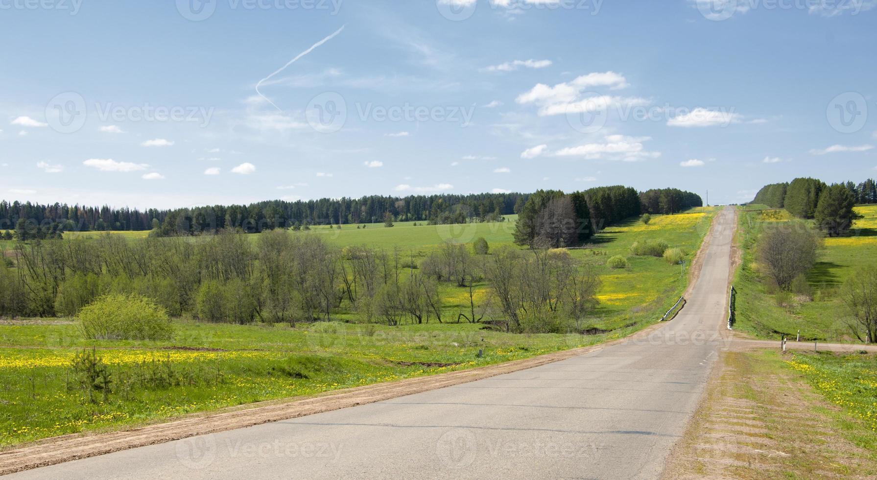 estrada rural. estrada no outono foto