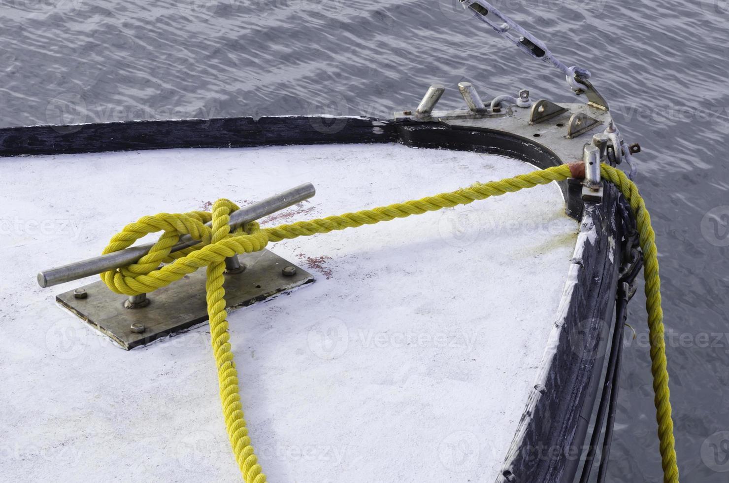 passeios de barco básico foto
