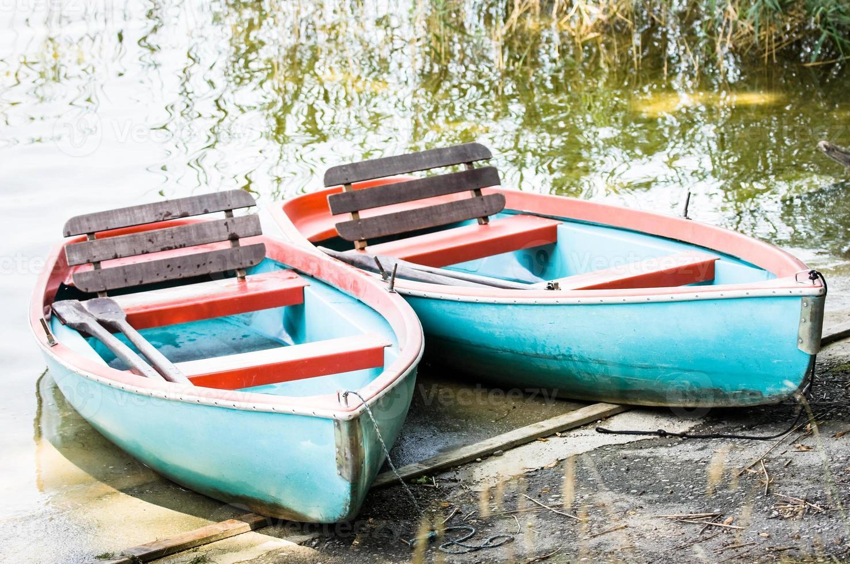 barco a remo velho foto