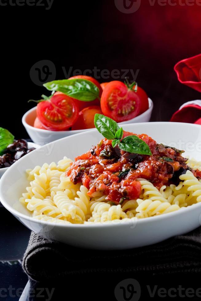 Macarrão com molho de tomate foto