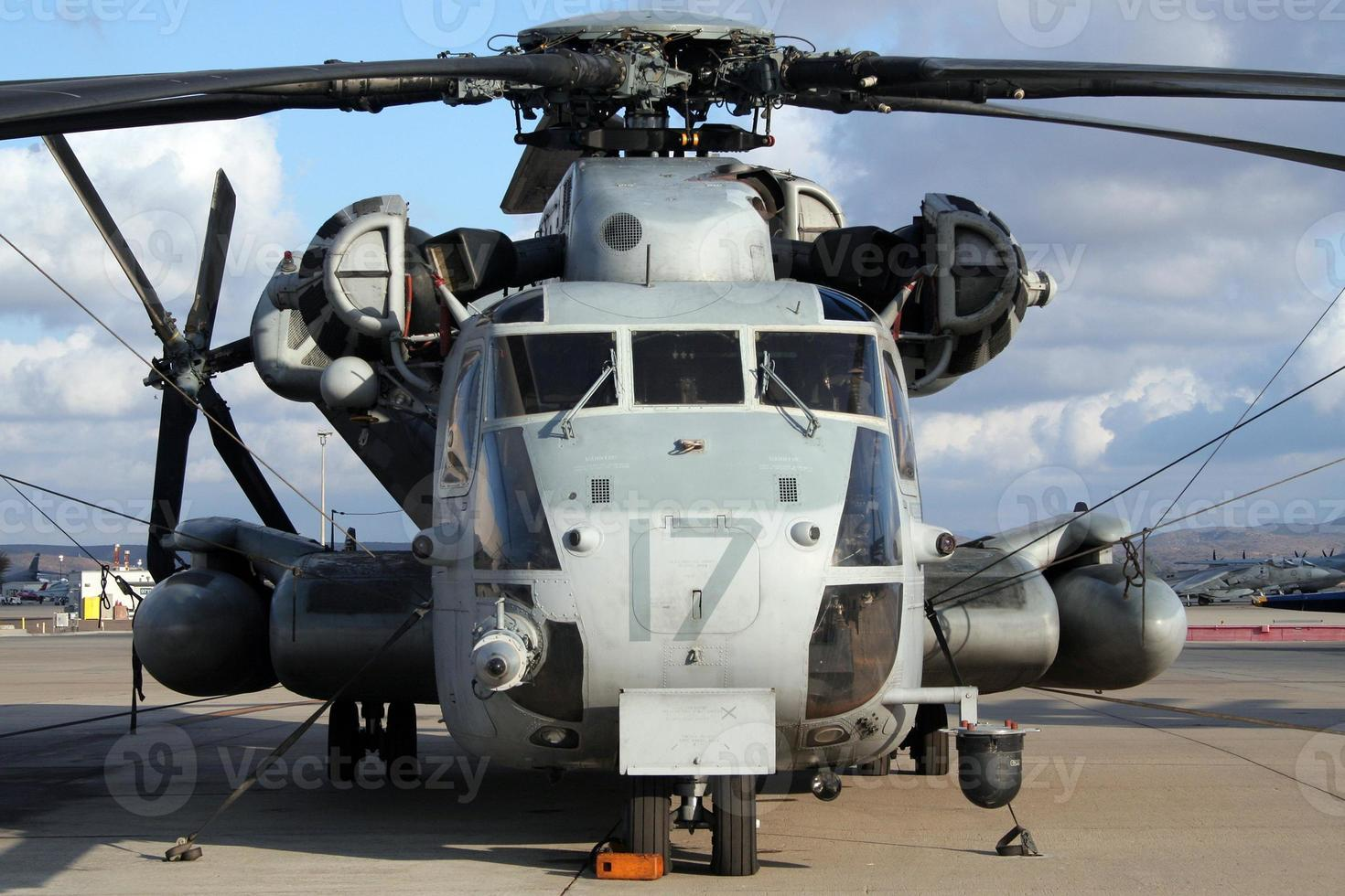 helicóptero de transporte militar foto