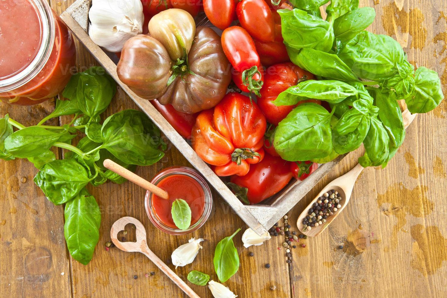 molho de tomate caseiro foto