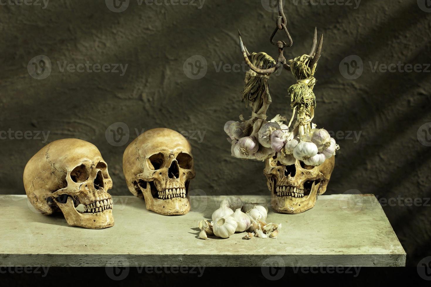 três crânios humanos alho foto
