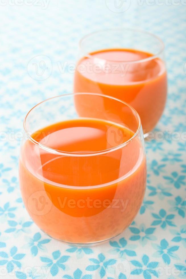 suco de cenoura foto