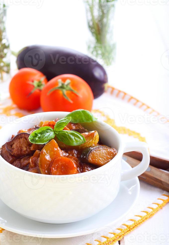 ensopado de legumes com molho foto