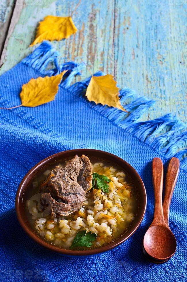 sopa com cevadinha e carne foto