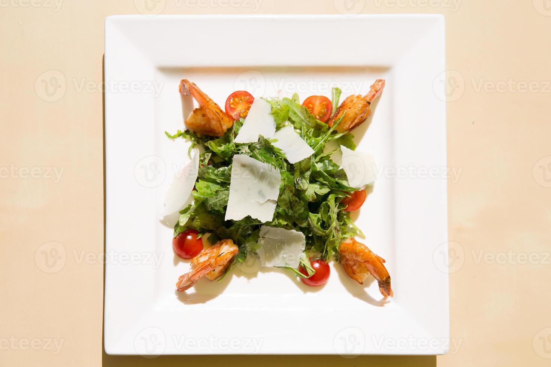 salada de camarão fresco foto