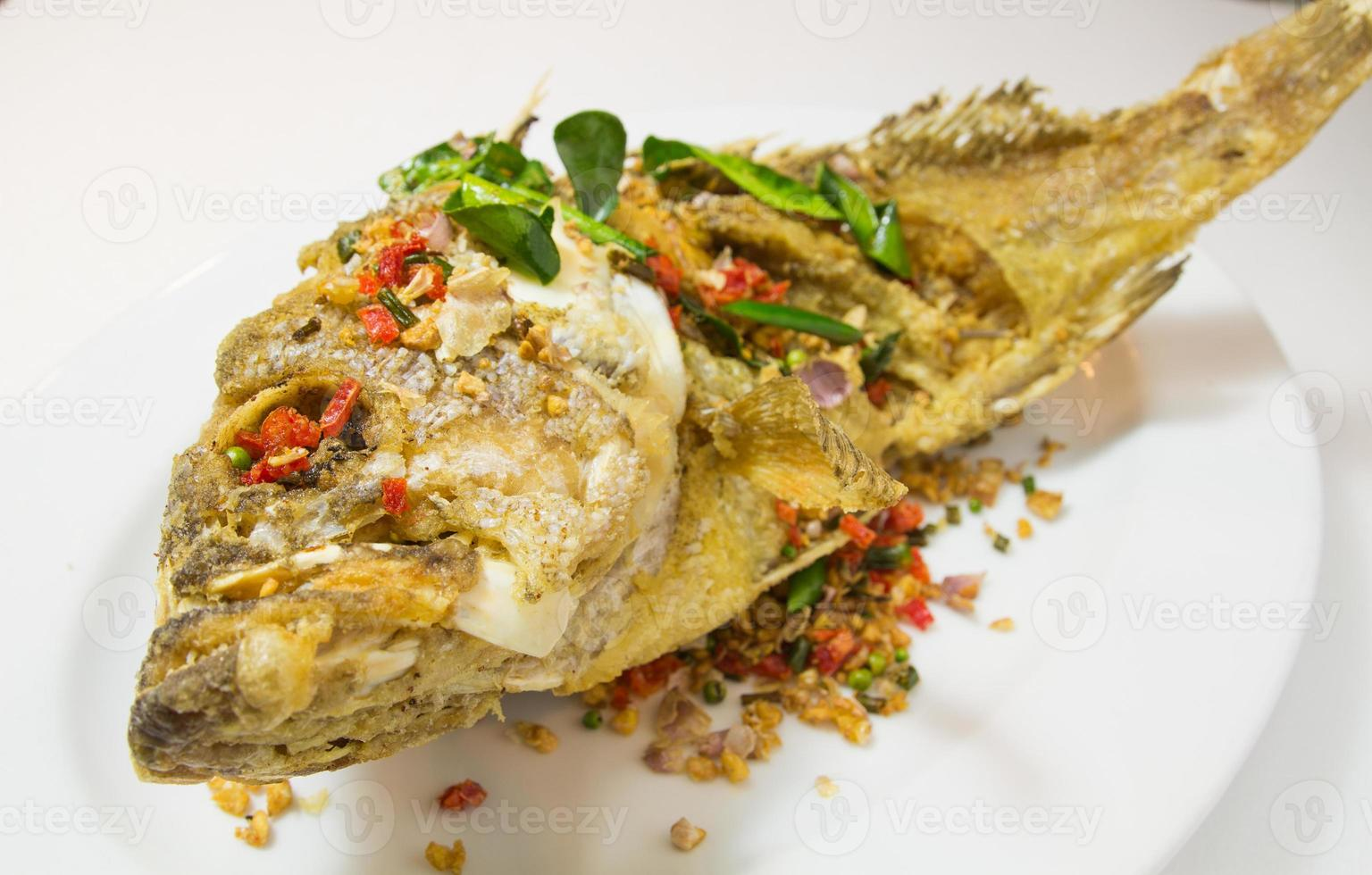 garoupa peixe frito foto