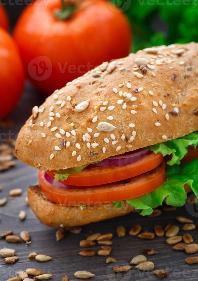 sanduíche de legumes frescos foto