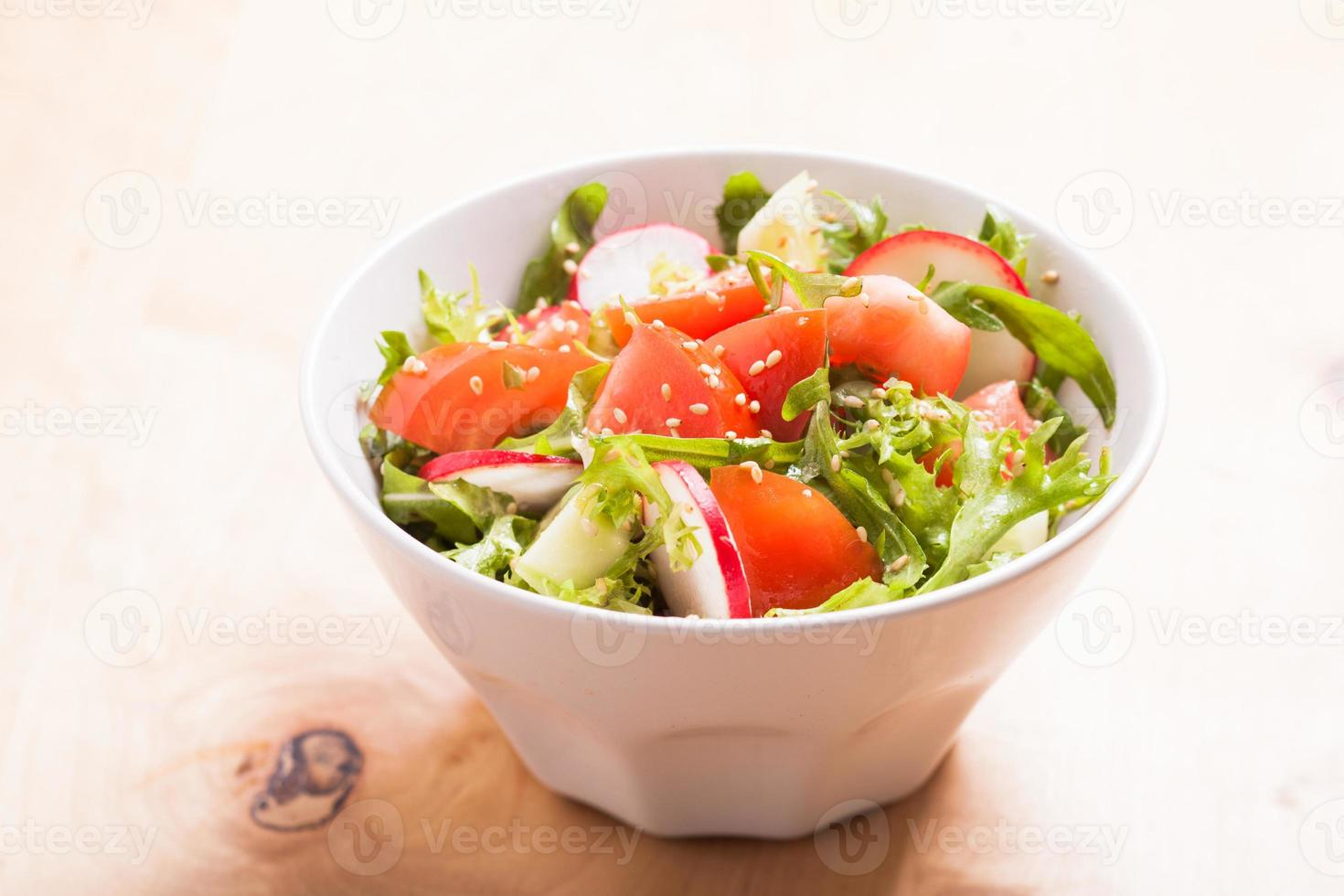 salada com sementes de gergelim foto