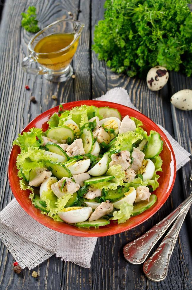 salada de legumes com fígado de bacalhau foto