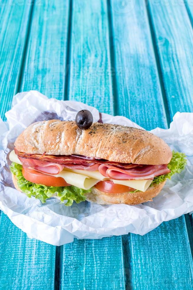 sanduíche de ciabatta servido foto
