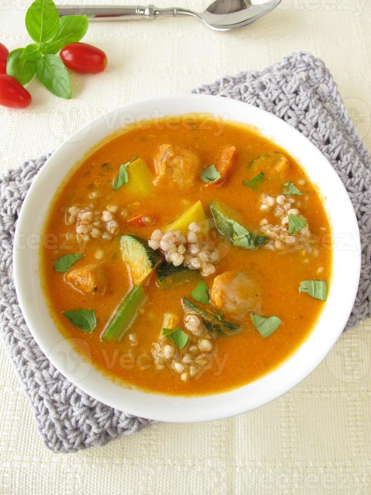 sopa de legumes com peixe e trigo sarraceno foto
