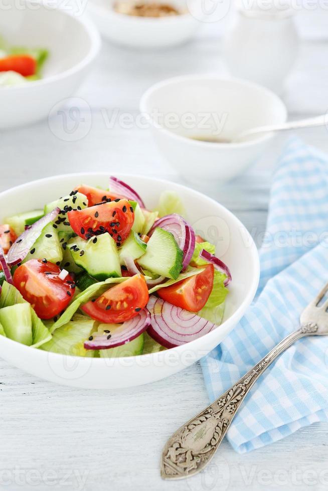 salada com pepino e cebola foto