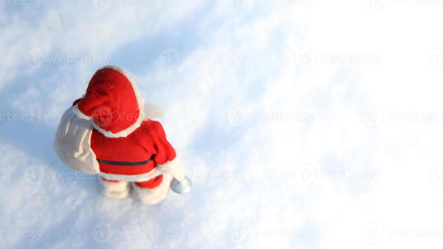 o natal acabou, papai noel vai embora por mais um ano! foto