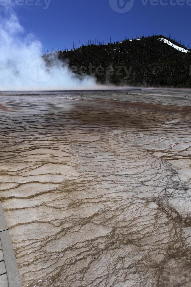 gêiseres no parque nacional de yellowstone eua por volta de maio de 2010 foto