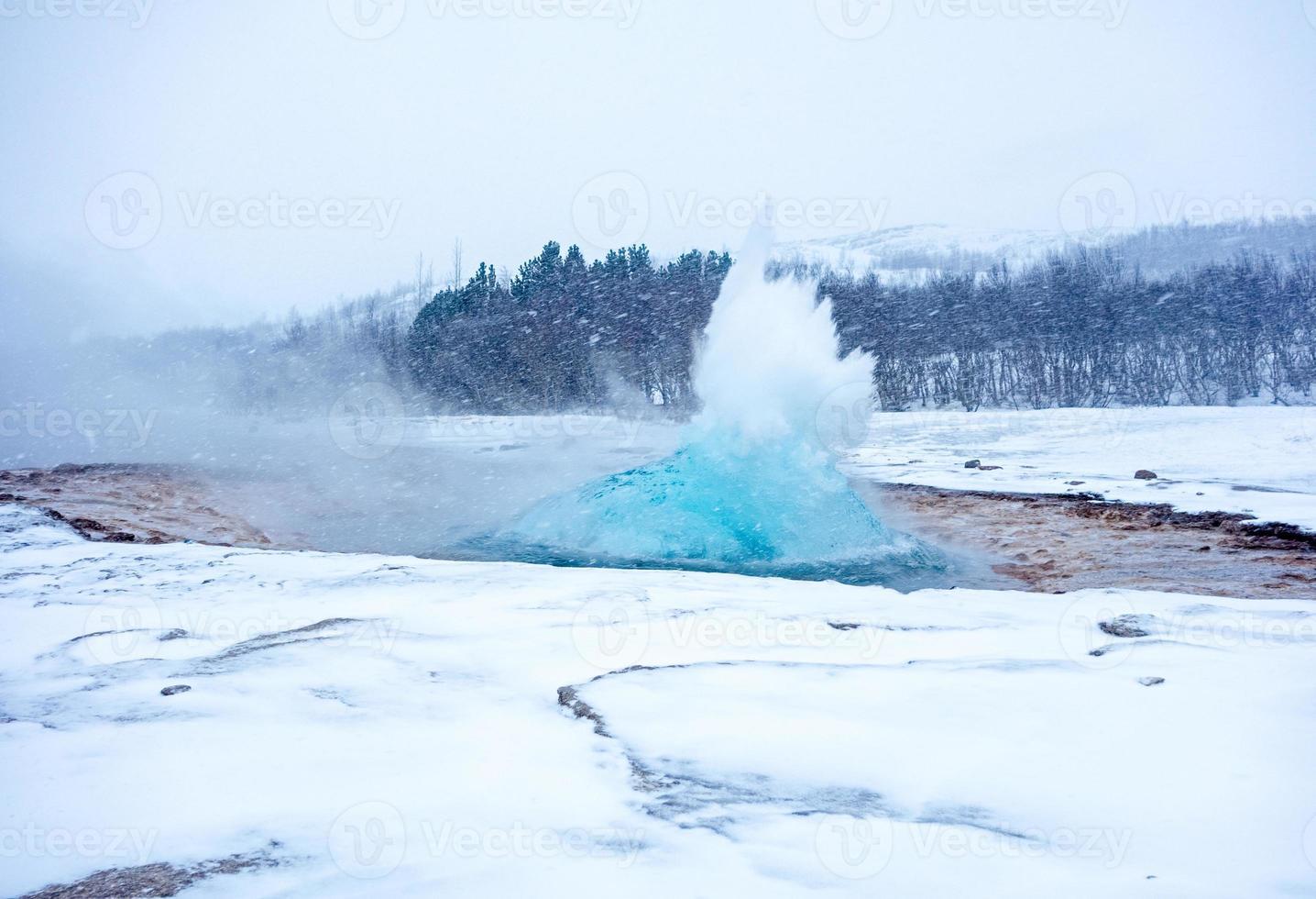 gêiser em erupção foto