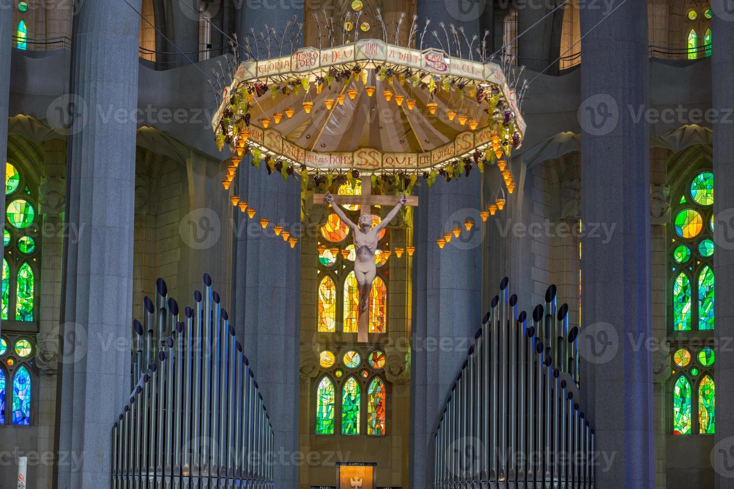 interior, la sagrada familia, barcelona foto