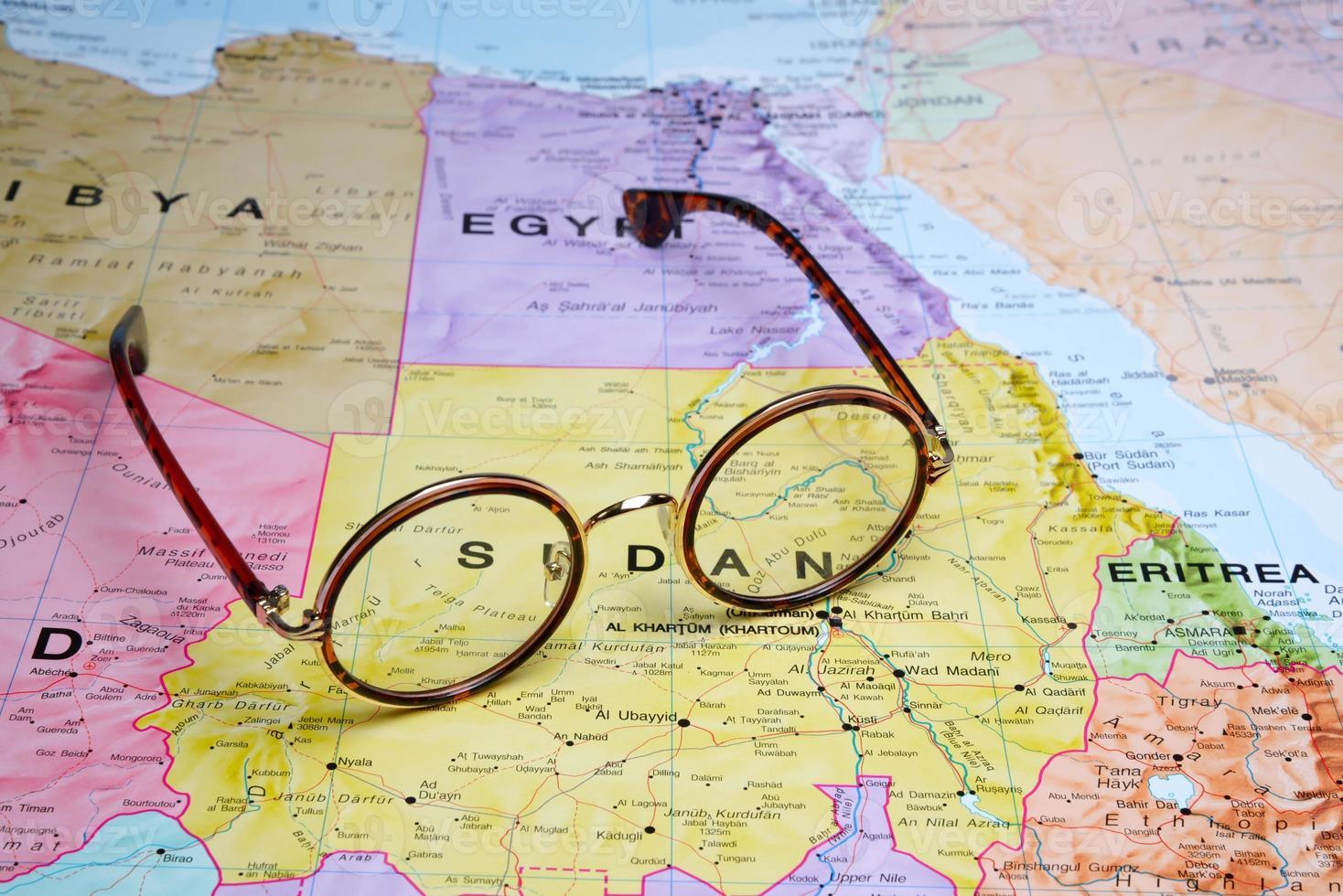 óculos em um mapa - Sudão foto