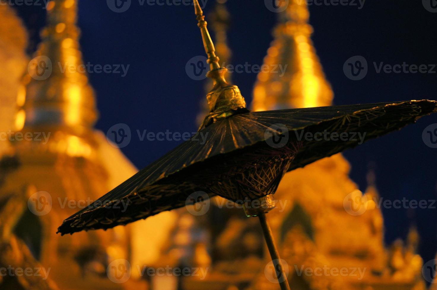 guarda-chuva em shwedagon, yangon, burma foto