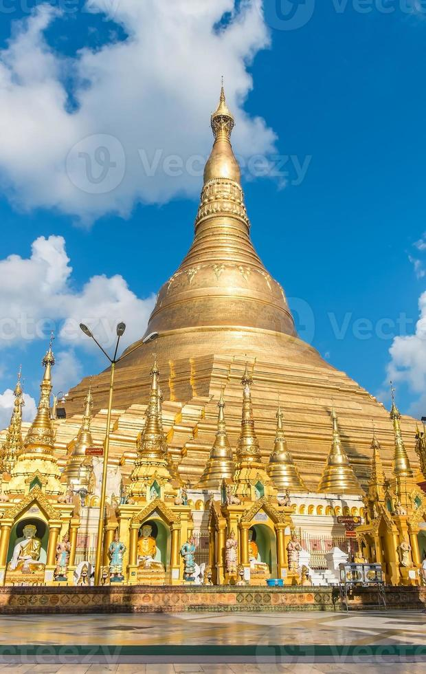 pagode shwedagon em yangon, myanmar. foto