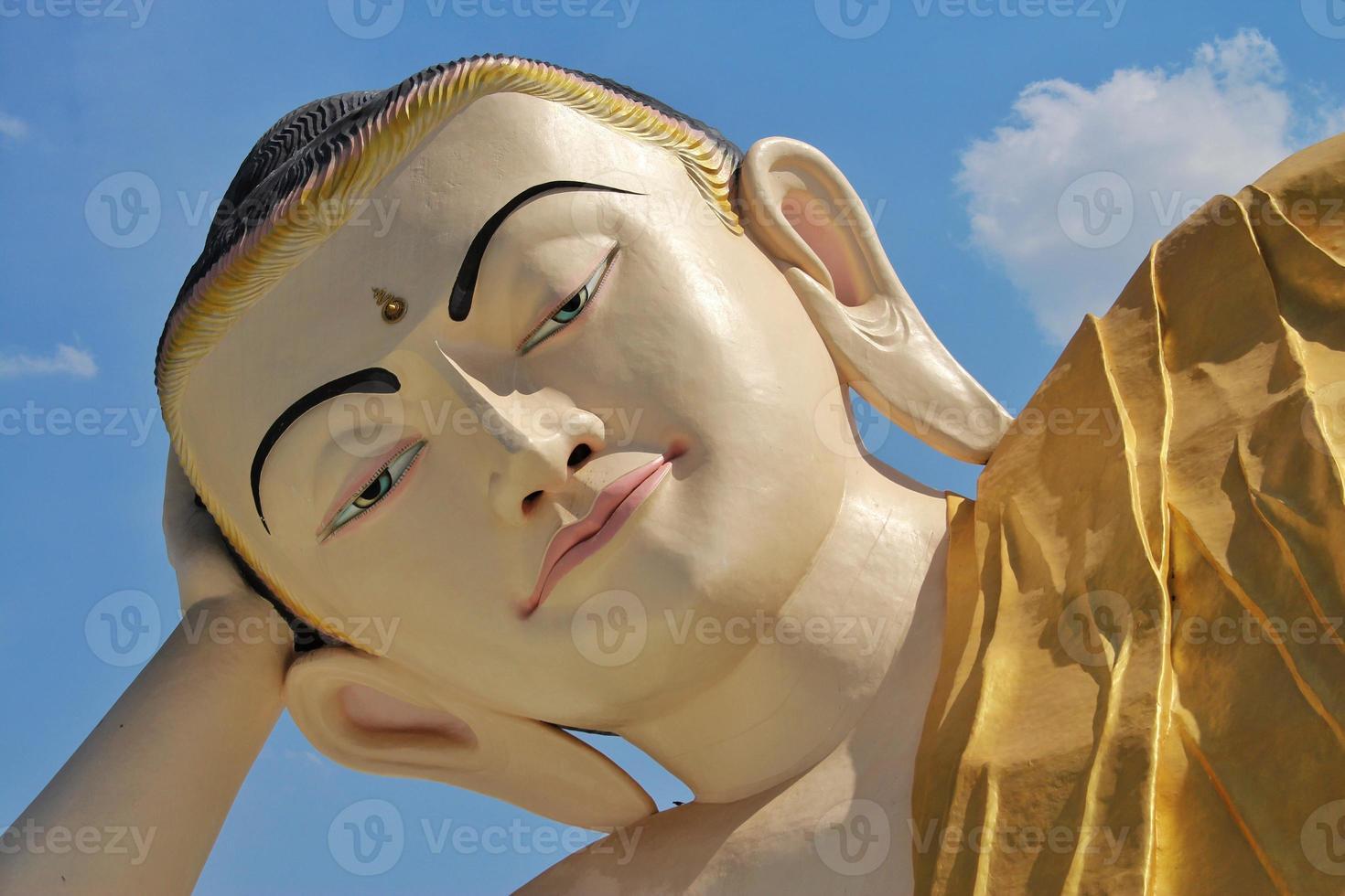 Buda reclinado, bago, myanmar foto