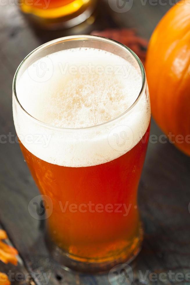 cerveja espumosa de abóbora e laranja foto