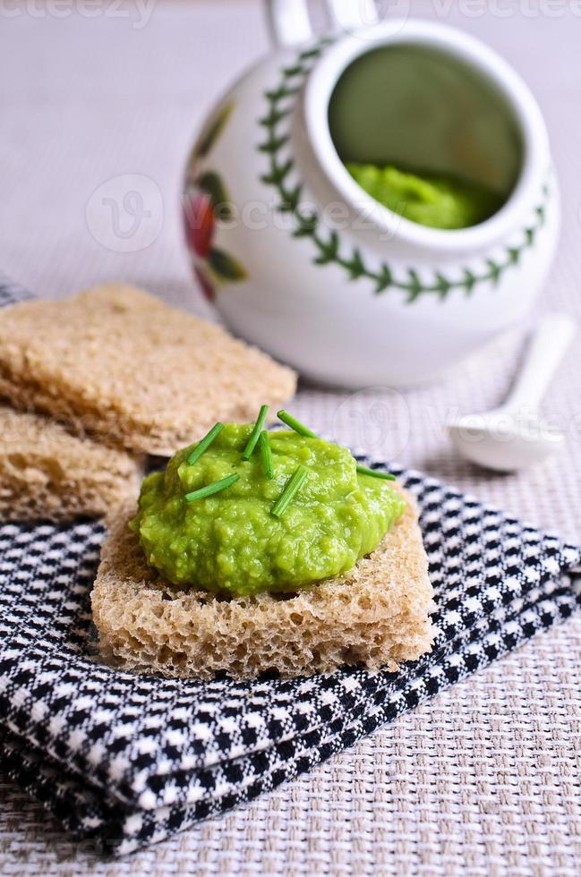 sanduíche com purê verde foto