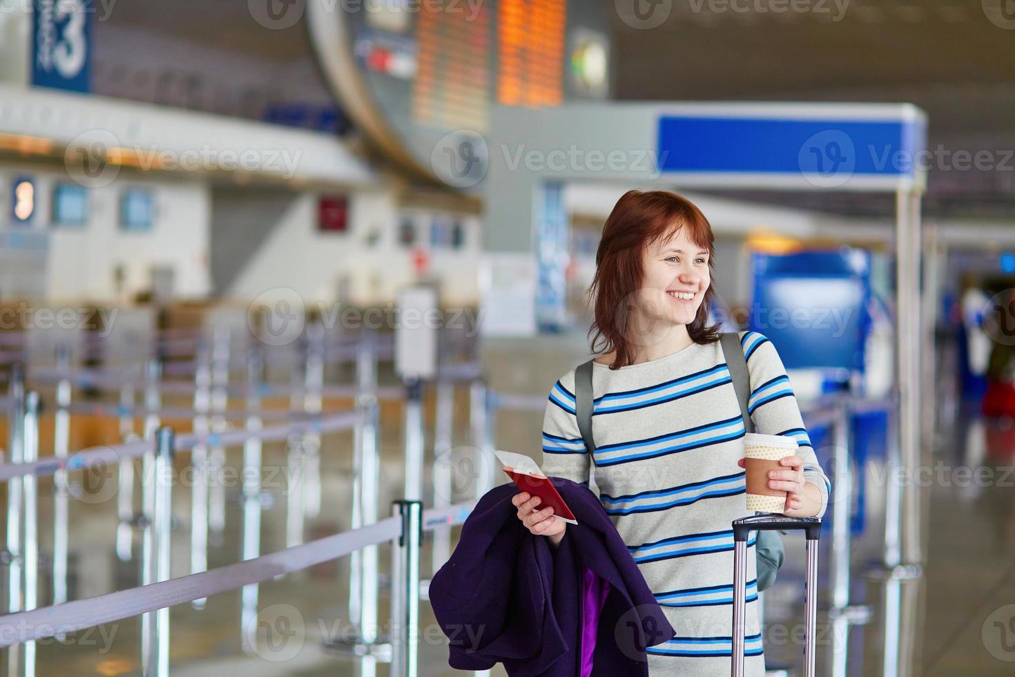 passageiro no aeroporto com tirar café foto