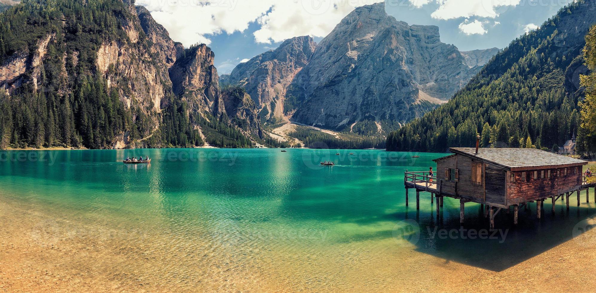 paisagem com lago foto