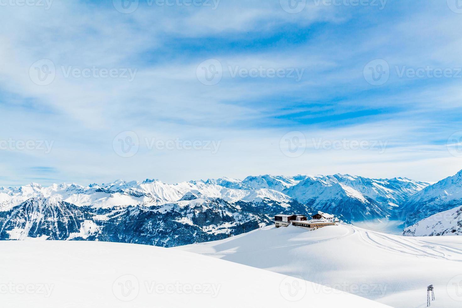paisagem de montanha dos Alpes. paisagem de inverno foto