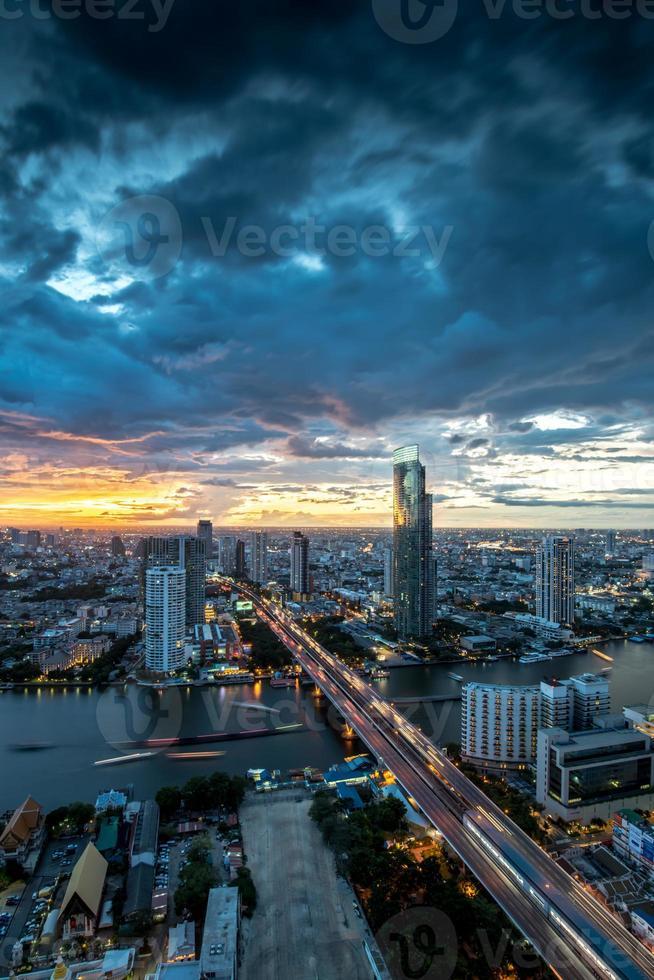 paisagem do rio chaophraya, bangkok foto