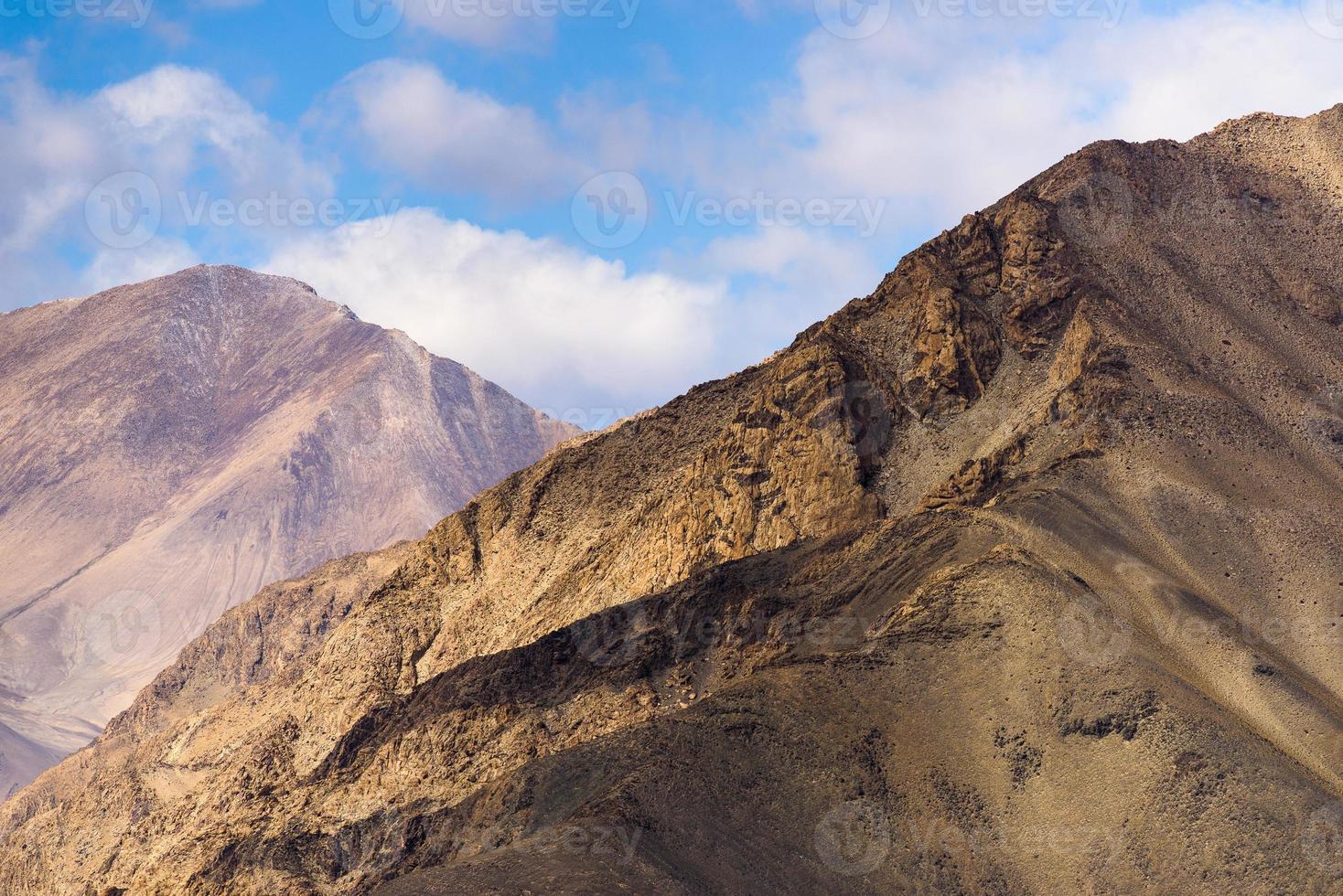 paisagem ao redor do lago karakul foto