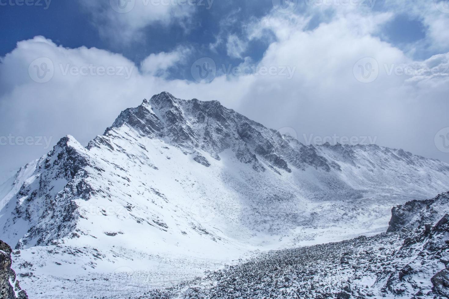 bela paisagem das montanhas. foto