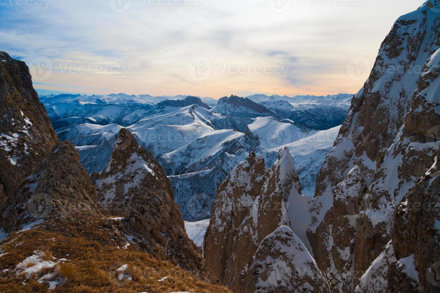 inverno do sol da montanha foto