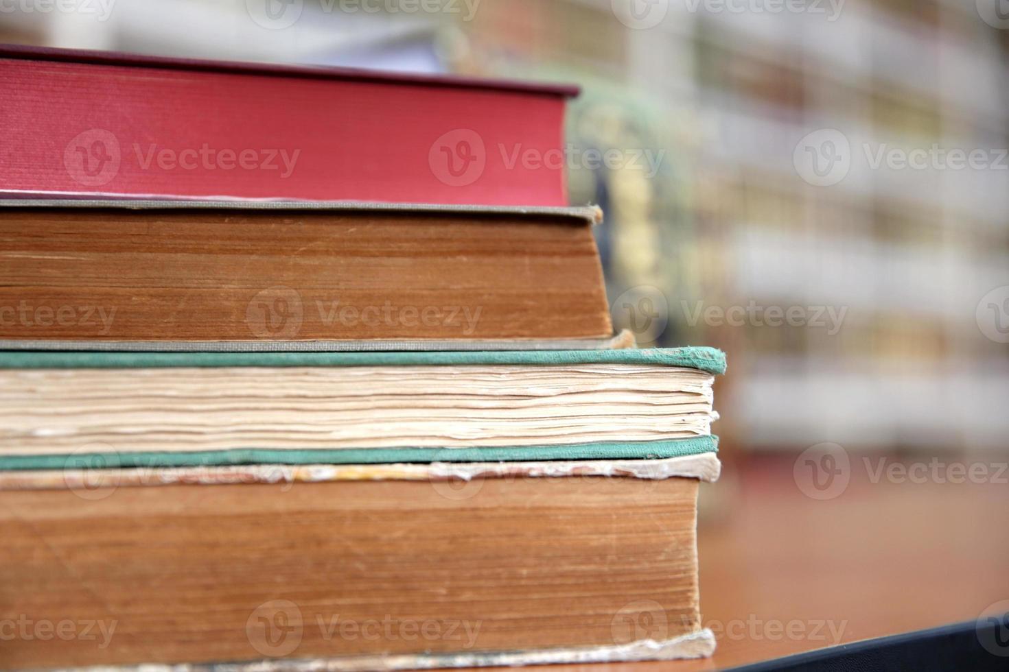 livros na mesa foto