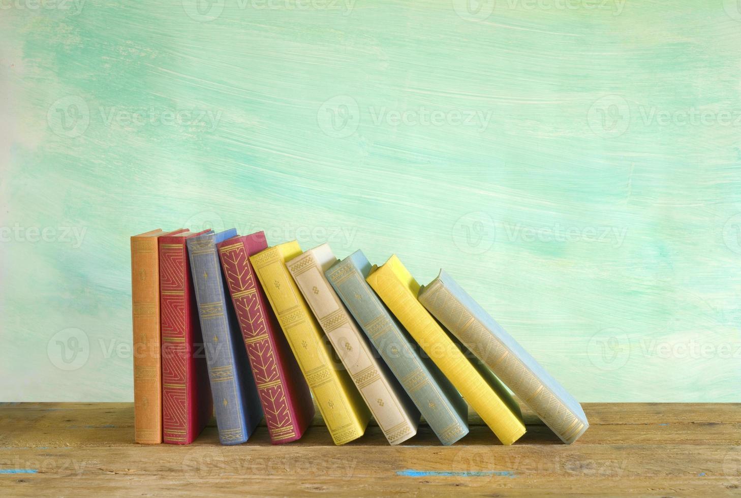 linha de livros, fundo sujo, cópia livre espaço foto