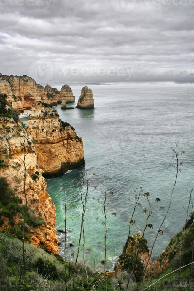 paisagem de beira-mar de inverno foto