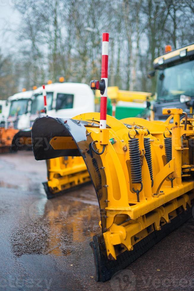 arado-close-up. os serviços rodoviários de inverno estão prontos para o inverno. foto